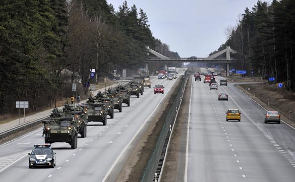 Колонна военной техники США находится на территории  Латвии. Колонна военной техники США находится на территории Латвии