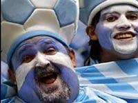 Аргентинские фанаты забросали камнями Ассоциацию футбола