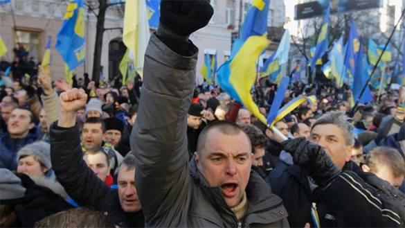 Памятник Дзержинскому в Днепродзержинске одели в украинский флаг и красно-чёрную казацкую шапку. 300316.jpeg