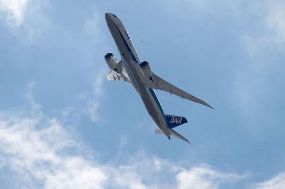Пассажирский самолет перешел на сверхзвук из-за ветра.