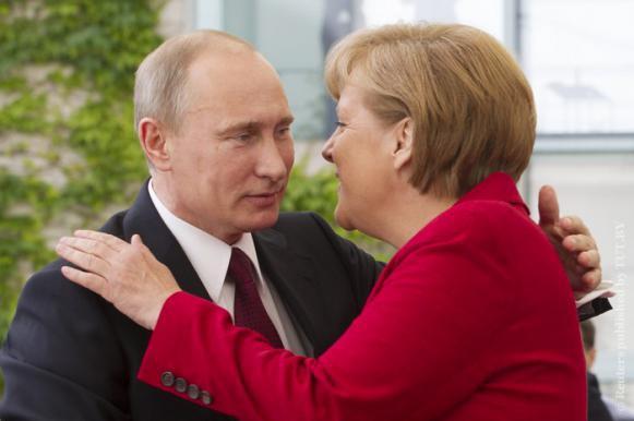 Меркель задабривает Путина хорошим пивом. Меркель задабривает Путина хорошим пивом