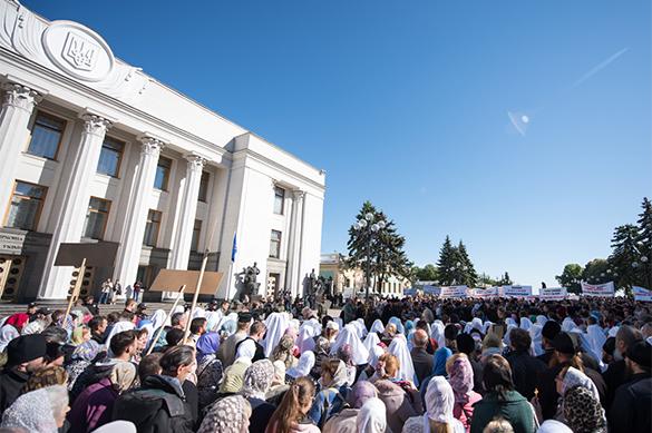 В Киеве проходит молебен о вразумлении депутатов не принимать ан