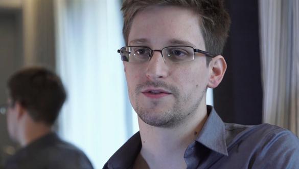 Сноуден начал говорить по-русски. Сноуден