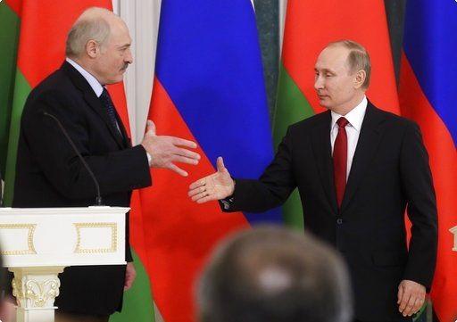 Спасительный круг для Лукашенко: зачем Москва выделяет Минску