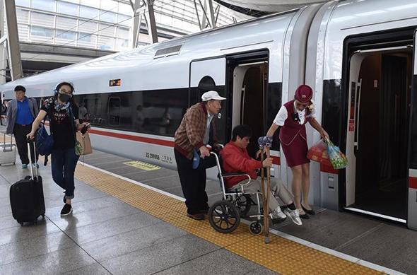 """Китайские поезда опять """"летают"""". Китай"""