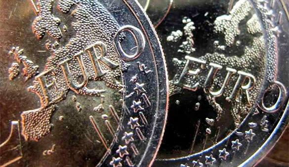 Европа рубит сук под евро. Европа рубит сук под евро