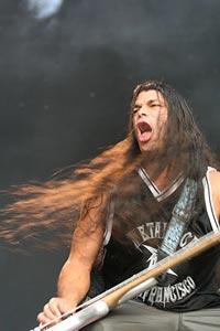 Бас-гитарист группы Роберт Трухильо.