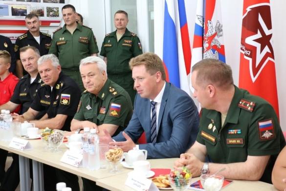 Замминистра обороны поблагодарил главу Севастополя за поддержку