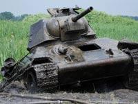 Со дна псковского озера достали танк, затонувший в 1942 году