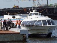 На Неве столкнулись катер и речной трамвай
