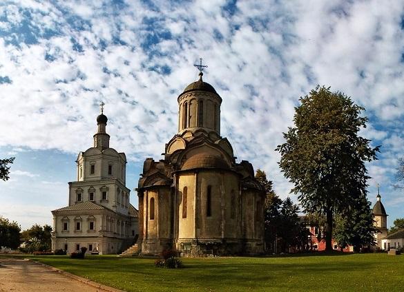 У Андроникова монастыря в Москве вандалы сожгли поклонный крест
