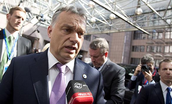 Председатель Еврокомиссии назвал премьер-министра Венгрии диктатором и похлопал по щеке. 320346.jpeg