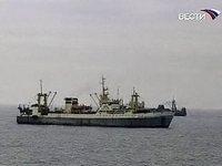 Российские пограничники задержали браконьеров в Охотском море