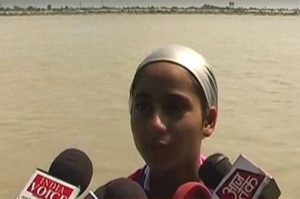 Индийская девочка отправилась в заплыв по реке длиной 570 км