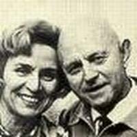 Анн Голон с мужем.