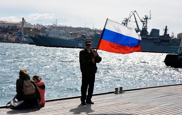 ЕС накажет крымчан продолжением санкций. крымчанин с российским флагом