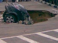 В Нижегородской области иномарка провалилась под землю