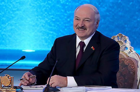 Лукашенко сравнил отказ от русского языка с потерей разума.