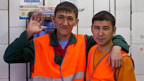 Количество узбеков и таджиков в России растет