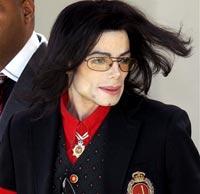 У Майкла Джексона требуют 44 миллиона долларов
