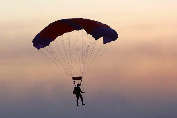 В Америке парашютист ВМС погиб во время прыжка на празднике