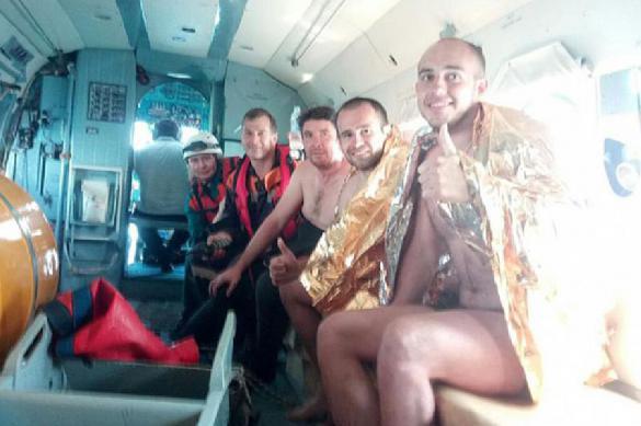 Спасатели не дали туристам на матрасе стать