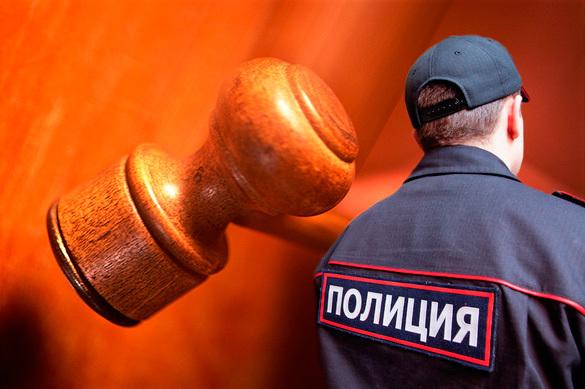В российской столице  полицейский ударил снимавшую его действия женщину