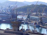 Моряки в Находке требуют арестовать суда, задолжавшие им