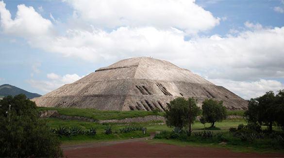 Вход в преисподнюю находится под пирамидой. Вход в преисподнюю находится под пирамидой