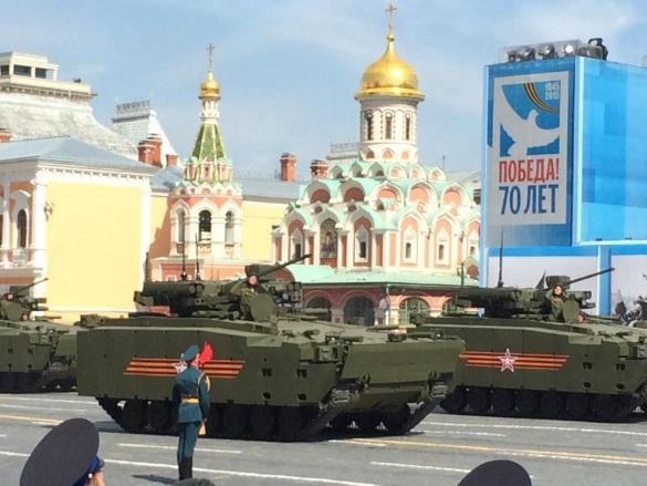 Telegraph: Россия построила эффективную армию сверхдержавы. Танк Армата на параде