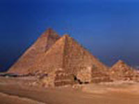 Вблизи египетских пирамид обрушилось здание