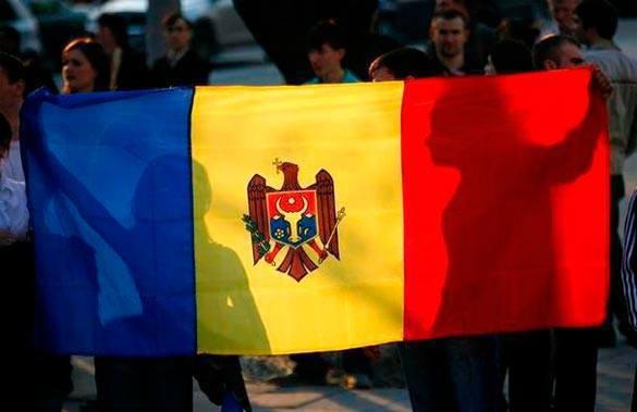 Молдавия мечтает отказаться от статуса нейтрального государства и вступить в НАТО. флаги Молдавии