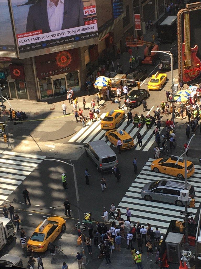 В Нью-Йорке автомобиль въехал