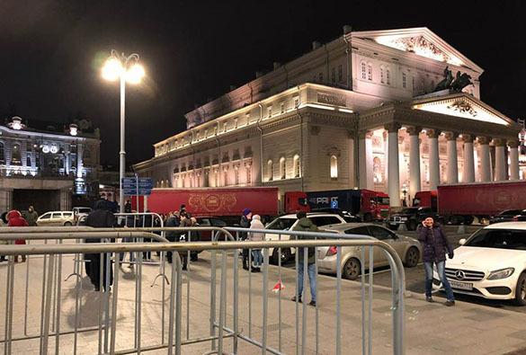 """За билетами на """"Нуриева"""" в кассы Большого театра выстроилась очередь. 379369.jpeg"""