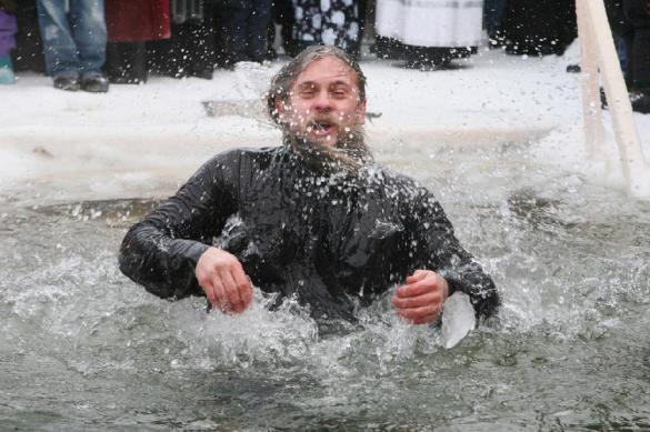 Треть россиян собирается окунаться в прорубь на Крещение. 397370.jpeg