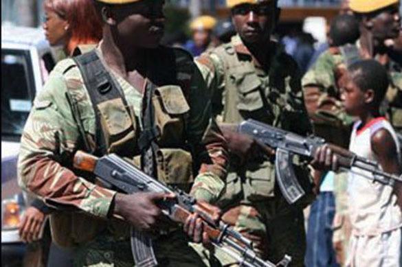 Протестующих в Зимбабве перед  резиденцией президента остановили военные. 379371.jpeg