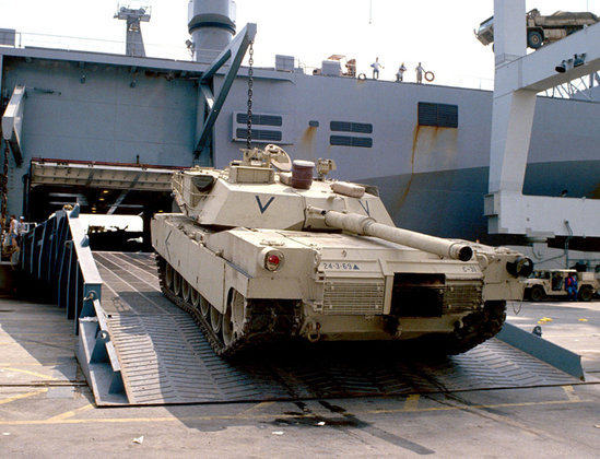 На саммит НАТО вынесен вопрос о противодействии России. натовский танк