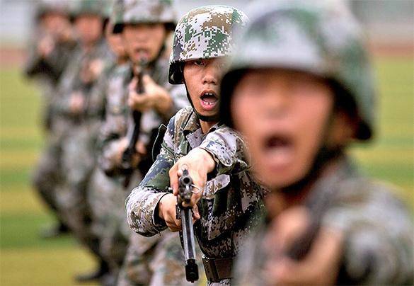 В 2025 году Китай начнет ломать мир под себя - политолог. армия, солдаты, китай, оружие