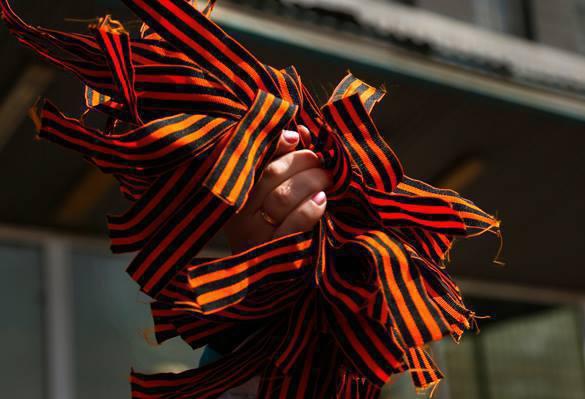 На Украине хотят ввести официальный запрет на ношение георгиевской ленточки. Георгиевская лента
