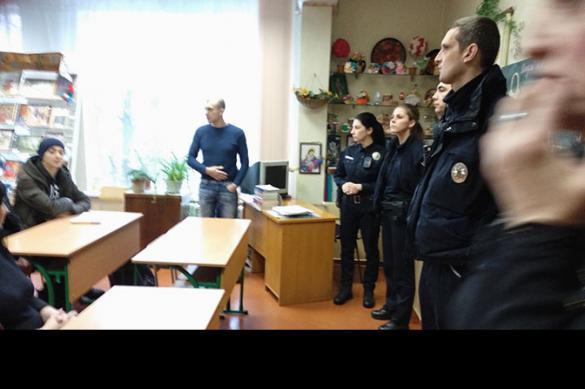 Украинские школьники и педагоги до инсульта затравили мальчика из Донбасса. краинские школьники и педагоги до инсульта затравили мальчика из