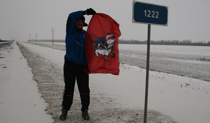 Бегущий по трассе М-4 Дмитрий Ерохин преодолел еще 59 километров. 288378.jpeg