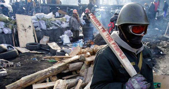 В Запорожье за антиправительственный митинг избили его участников. ВИДЕО. бита майдан