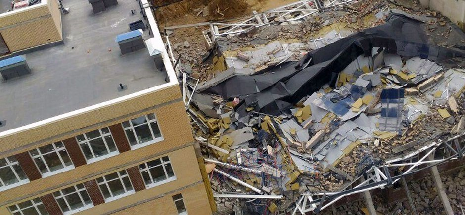 В Петербурге обрушилось здание строящейся школы: 1 человек погиб