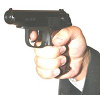 Грабитель совершал дерзкие налеты, угрожая игрушечным пистолетом