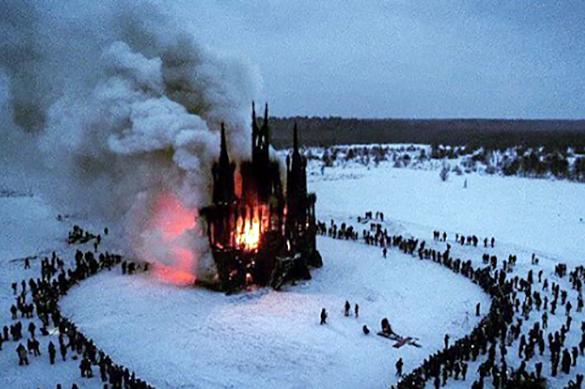 Шок — это по-нашему: в Калуге на Масленицу спалили 30-метровый костел. Шок — это по-нашему: в Калуге на Масленицу спалили 30-метровый к