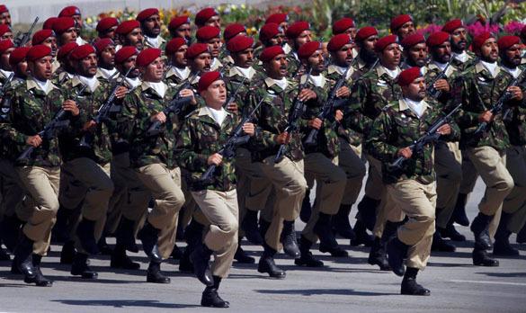 В Пакистане возобновили военные парады. военный парад в Исламабаде