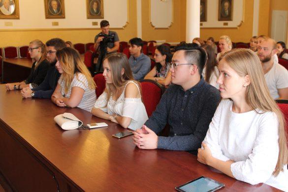 Иностранные студенты-медики учатся у российских врачей. Иностранные студенты-медики учатся у российских врачей