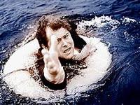 Трое британских спасателей вытащили из моря 40 человек