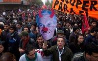 Демонстрации в Чили завершились уличными боями. chile