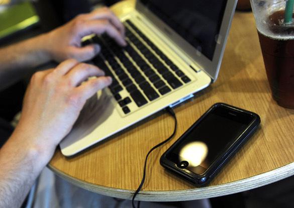 Cноуден рассказал о слежке за пользователями сети
